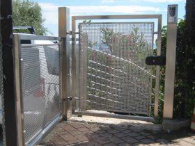 Cancello pedonale chiuso