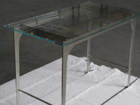 Tavolino in inox e vetro