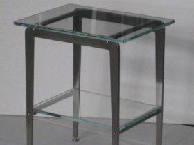 Tavolino piccolo in inox e vetro